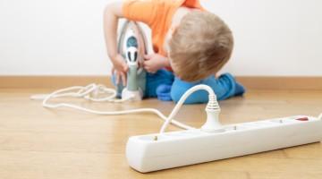 Chlapec a elektřina