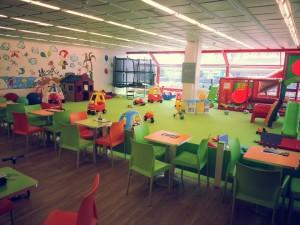 Človíčkov v DBK na Budějovické - obří ohrádka pro energické děti, kavárnička pro unavené rodiče